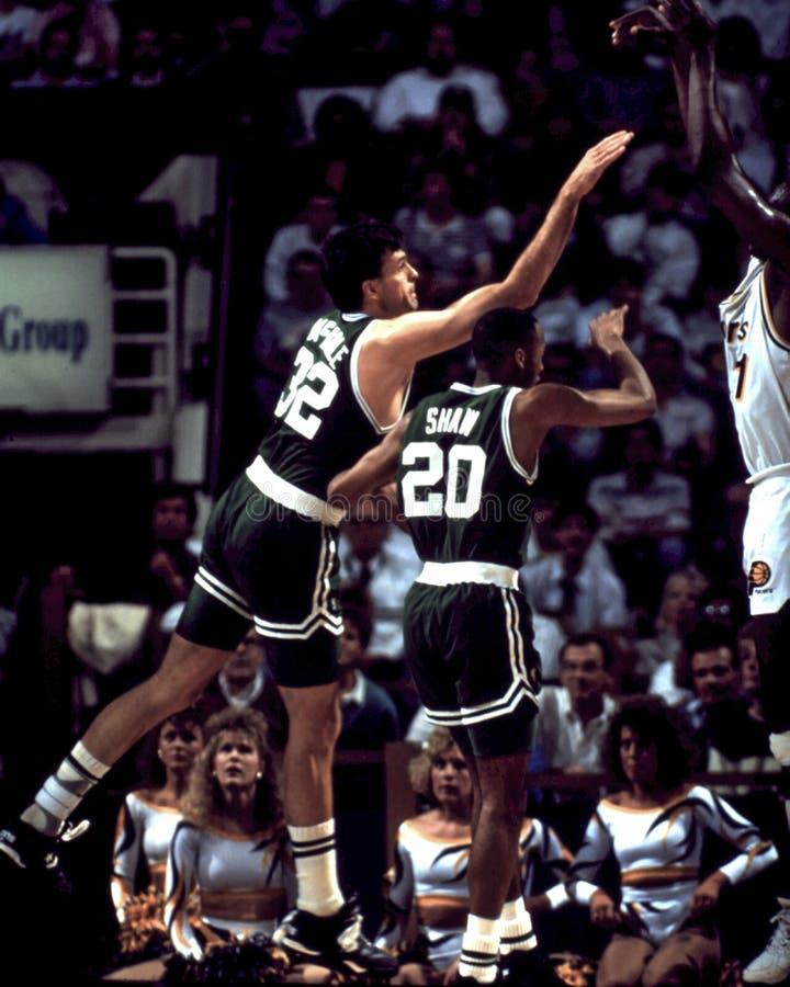 Kevin McHale y Brian Shaw, Celtics de Boston imagenes de archivo