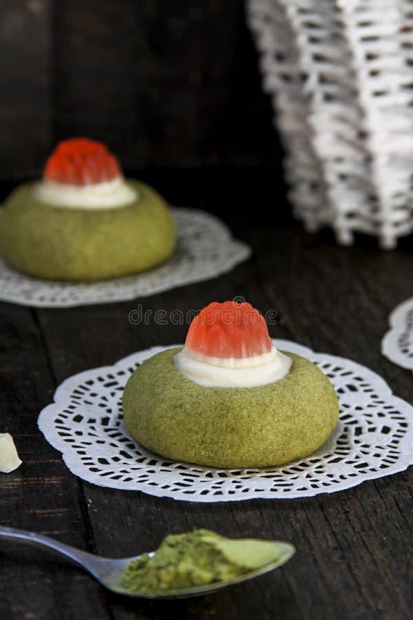 Kex för grönt te med vit choklad royaltyfri fotografi