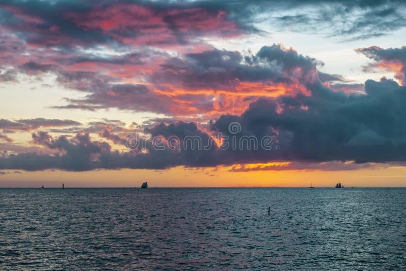 key den västra solnedgången fotografering för bildbyråer