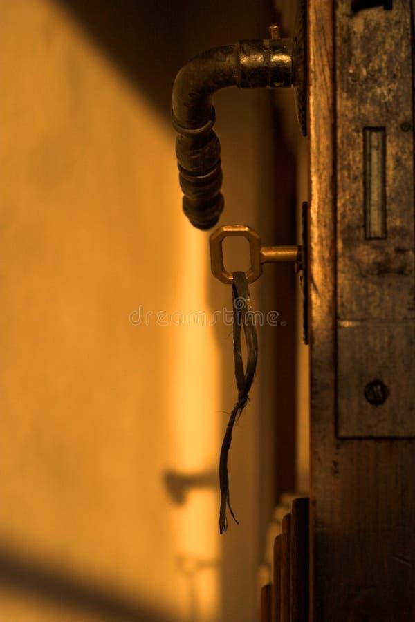 key gammalt för dörr arkivfoto