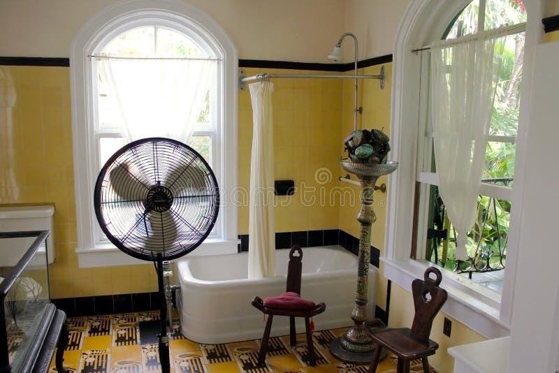 Key West, la Floride, Etats-Unis - 6 janvier 2014 : La salle de bains de la maison d'Ernest Hemingway à Key West, Etats-Unis images stock