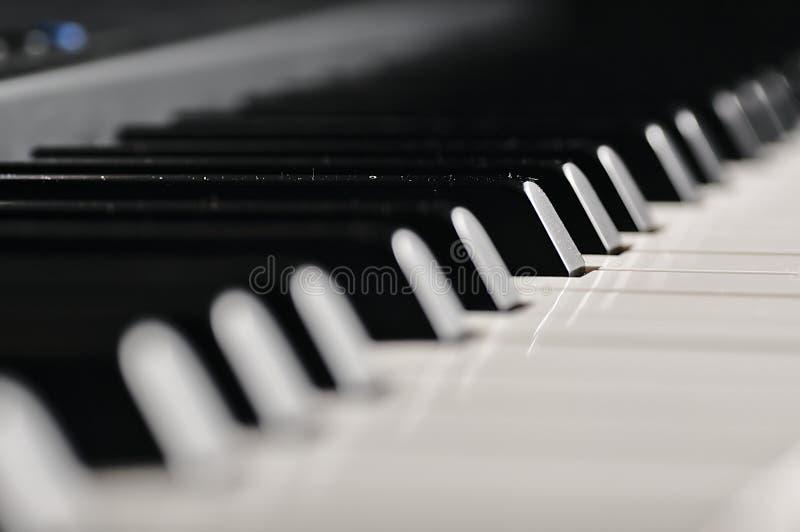 keys pianot Musikaliskt instrument på etapp arkivbild
