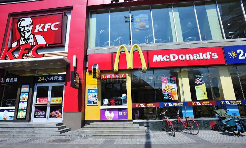 Kfc и дом McDonald стоковые фотографии rf
