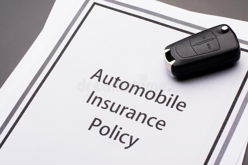 Kfz-Versicherungs-Politik lizenzfreie stockfotos