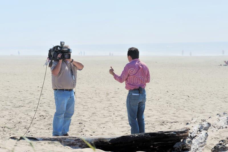 KGW-Nieuwsverslaggever en cameraman stock foto
