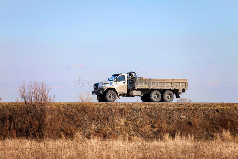 KHABAROVSK, ΡΩΣΙΑ - 23 ΟΚΤΩΒΡΊΟΥ 2016: URAL ΈΠΕΙΤΑ - τα νέα ρωσικά στοκ εικόνα με δικαίωμα ελεύθερης χρήσης