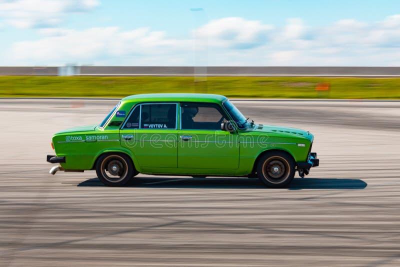 Khabarovsk Rosja, Sep, - 23, 2018: zieleni samochodów dryfy obraz royalty free