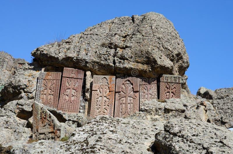 Khachkars (跨石头) Geghard修道院,亚美尼亚 免版税图库摄影