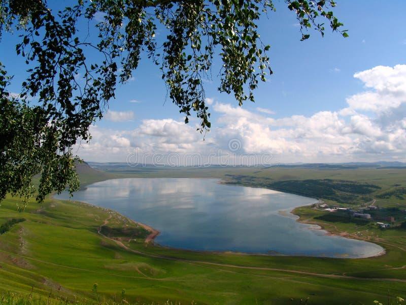 Khakassia. Lac avec Uchum nommé. images libres de droits