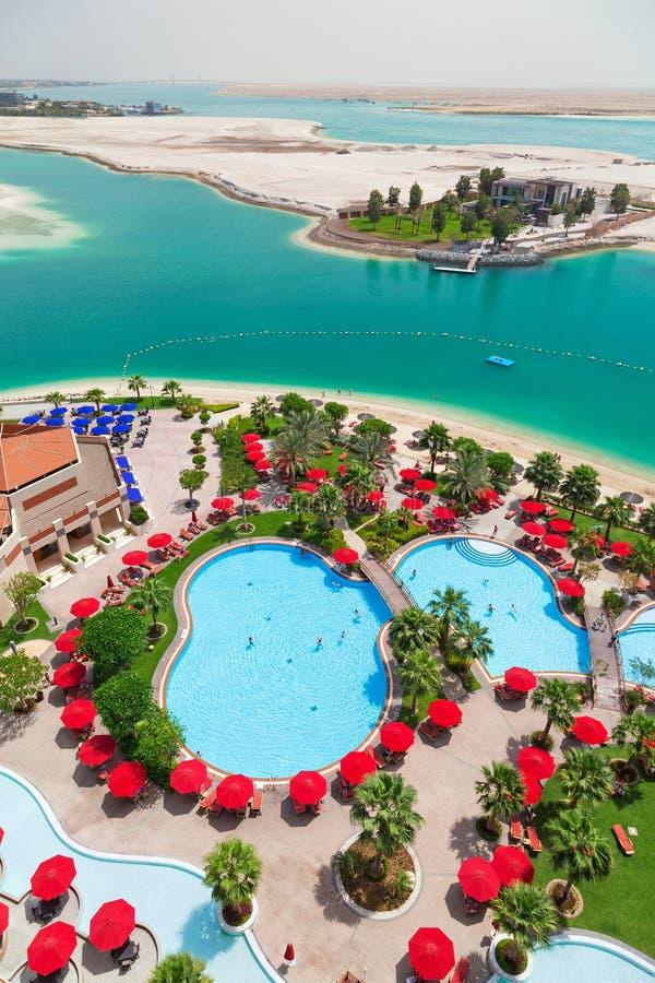 Khalidiya宫殿手段游泳池周围在阿布扎比,阿拉伯联合酋长国 免版税库存照片
