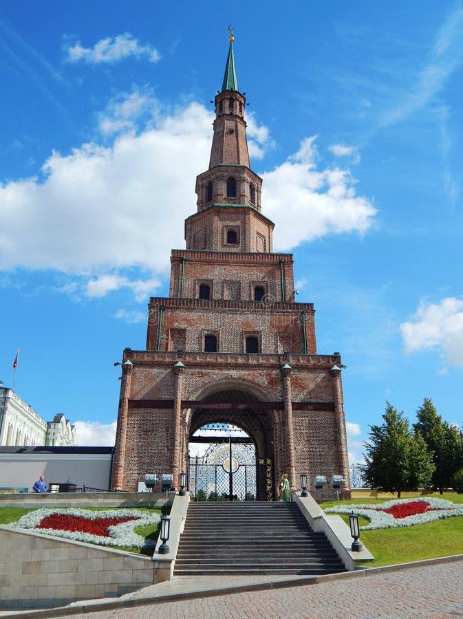 Khan'sens moské (eller det Soyembika tornet) i den Kazan Kreml royaltyfri fotografi