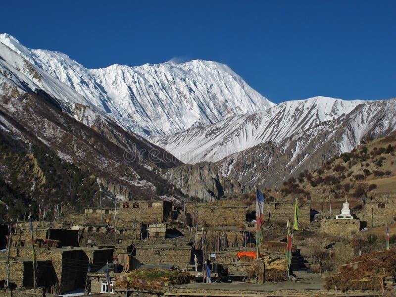 Khangsar y pico capsulado nieve de Tilicho foto de archivo