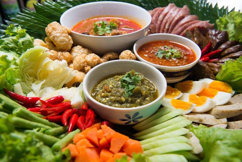 Khantoke Les dîners de Khantoke ont longtemps été un attr de touristes populaire photographie stock libre de droits