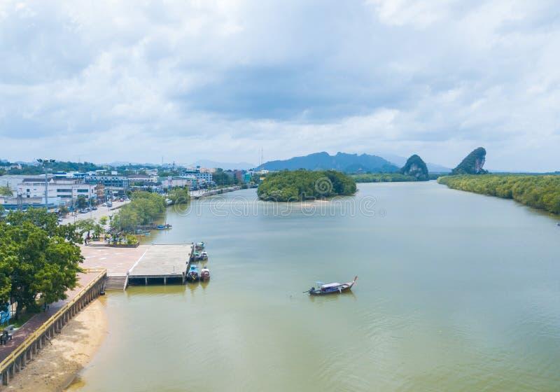 Khao Khanap Nam, Krabi鸟瞰图  免版税库存图片