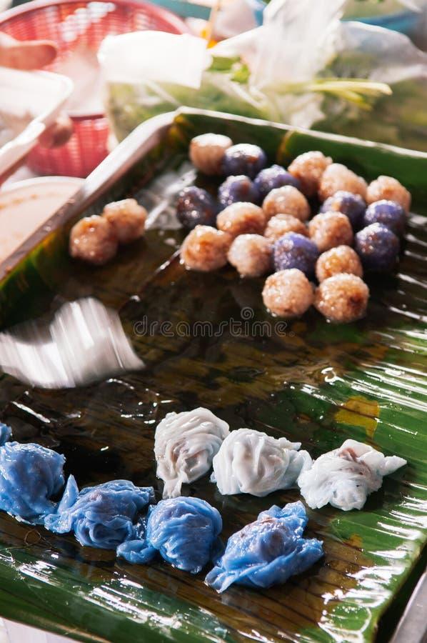 Khao Kreab Pak Mo - thailändsk traditionell efterrätt, ångad rishud royaltyfri fotografi