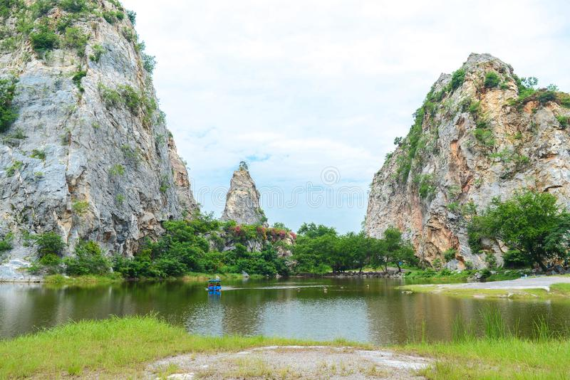 Khao Ngu石公园在Ratchaburi,泰国 免版税库存照片