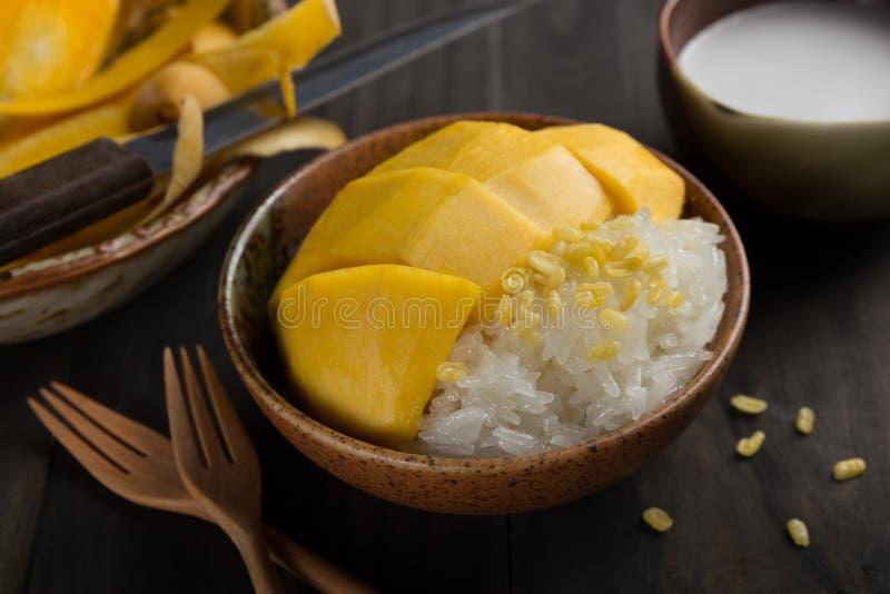 Khao Niew Ma Muang, Mangowy i kleiści, ryż, fotografia stock