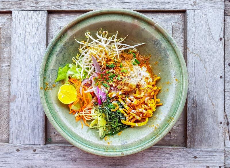 Khao Soi Recipe, sopa de macarronete surrada do norte com a galinha do Th fotografia de stock