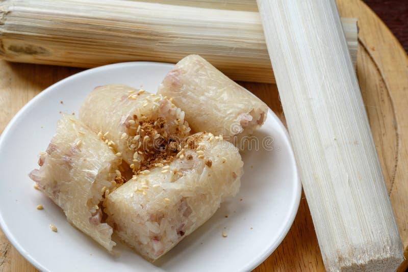 Khaolam Thais Dessert, glutineuze die rijst in bamboeverbindingen wordt geroosterd royalty-vrije stock afbeelding