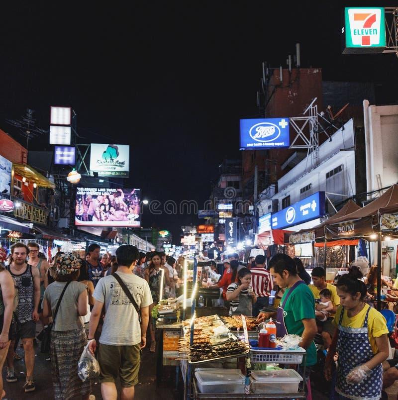 Khaosan droga przy nocą, Bangkok, Tajlandia obraz stock