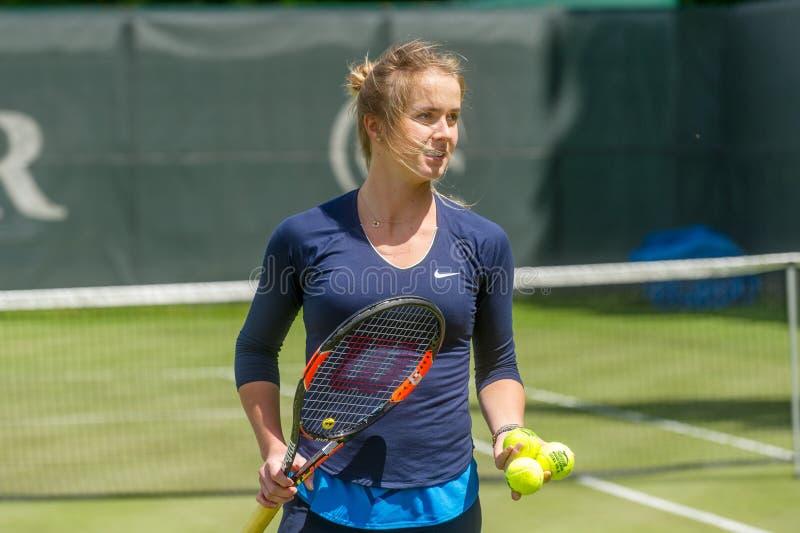 KHARKIV, UCRÂNIA - 7 DE JUNHO: O jogador de tênis ucraniano Elina Svitolina deu a sessão de formação aberta em Kharkiv o 7 de jun fotos de stock