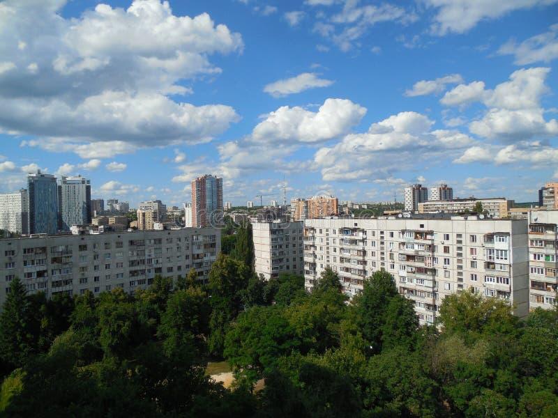 kharkov Opinião da arquitetura da cidade da janela fotos de stock royalty free