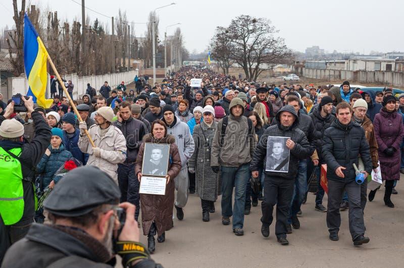 KHARKOV, UCRÂNIA - 2 de março de 2014: Demonstração de anti-Putin no KH foto de stock royalty free