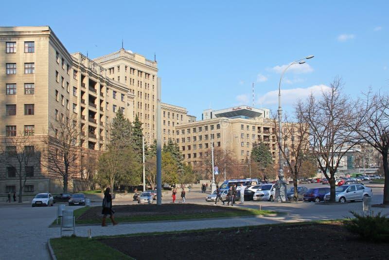 KHARKOV, UCRANIA - 17 DE ABRIL DE 2013: Éste es el edificio del edificio septentrional de la universidad de Kharkov, construido e imagen de archivo