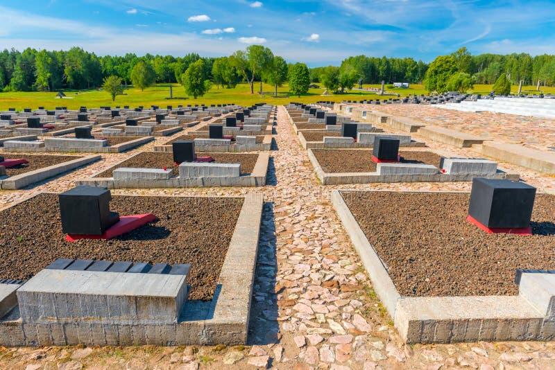 Khatyn, Bielorrusia - 20 de agosto de 2015: Khatyn complejo conmemorativo, cementerio imagen de archivo