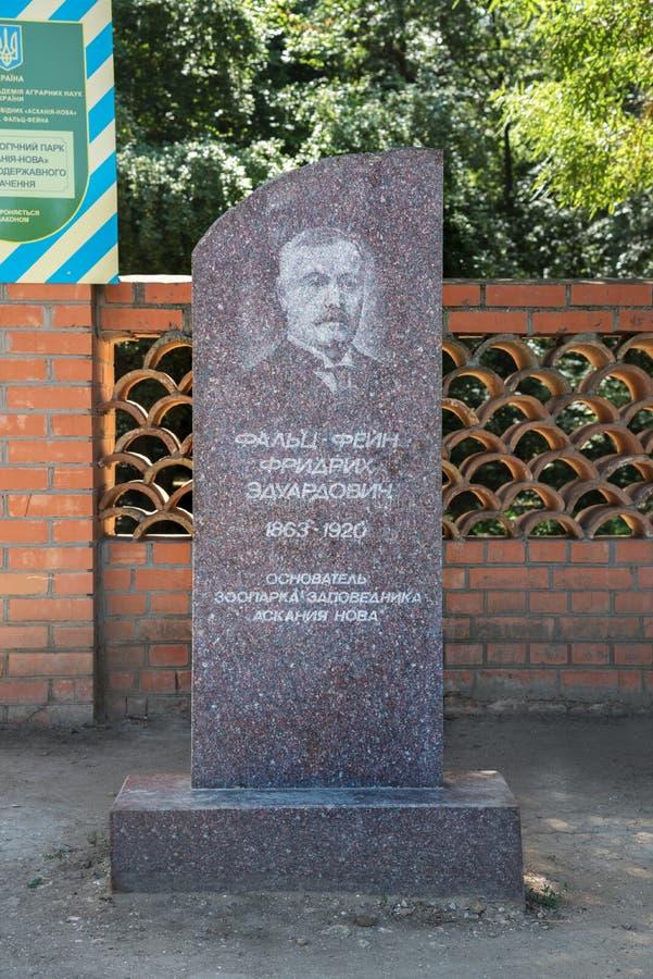 Kherson, Украина - 1-ое июля 2017: Памятник Friedrich Falz-Fein, основатель известной Askania-Новы запаса биосферы стоковые изображения