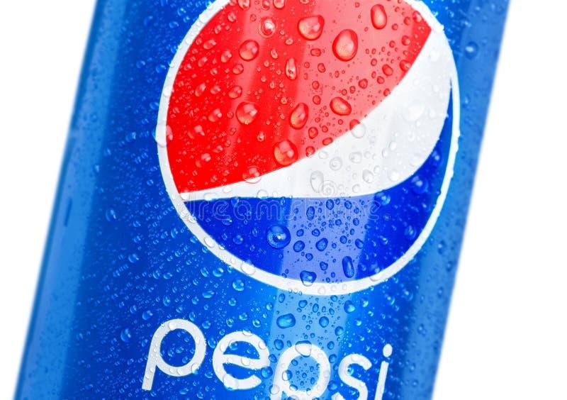 KHERSON UKRAINA, LISTOPAD, - 11, 2014: Pepsi puszka zdjęcia royalty free