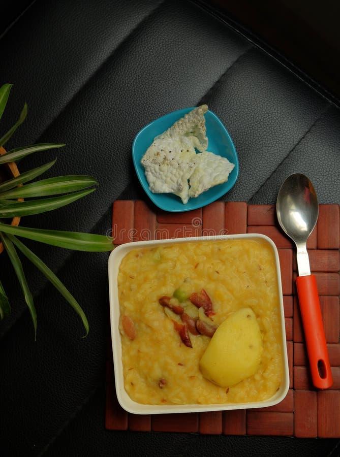 Khichdi de haricot noir et de lentille - plat indien image stock
