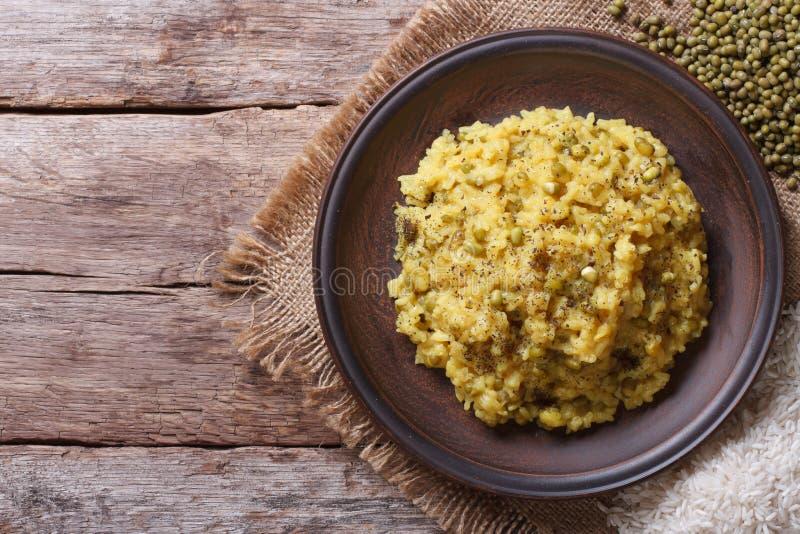 Khichdi: riso e fagiolo verde e spezie Vista superiore del primo piano, immagine stock