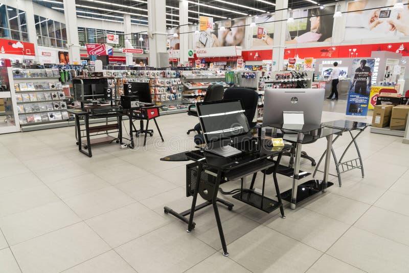 Khimki, Россия - 13-ое февраля 2016 Внутренний Eldorado большие сетевые магазины продавая электронику стоковая фотография rf