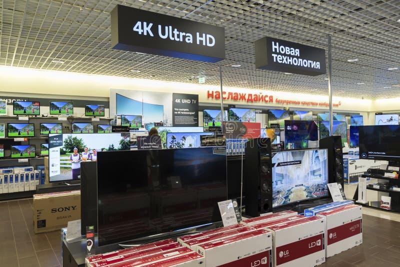 Khimki Rosja, Grudzień, - 22 2015 TV w Mvideo wielkich sieciach domów towarowych sprzedaje elektronika i gospodarstw domowych urz zdjęcie stock