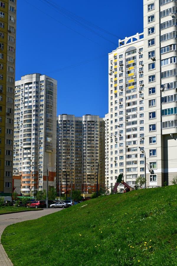 Khimki Rosja, Maj, - 10 2018 Typowy miastowy krajobraz w obszarze zamieszkałym obrazy royalty free