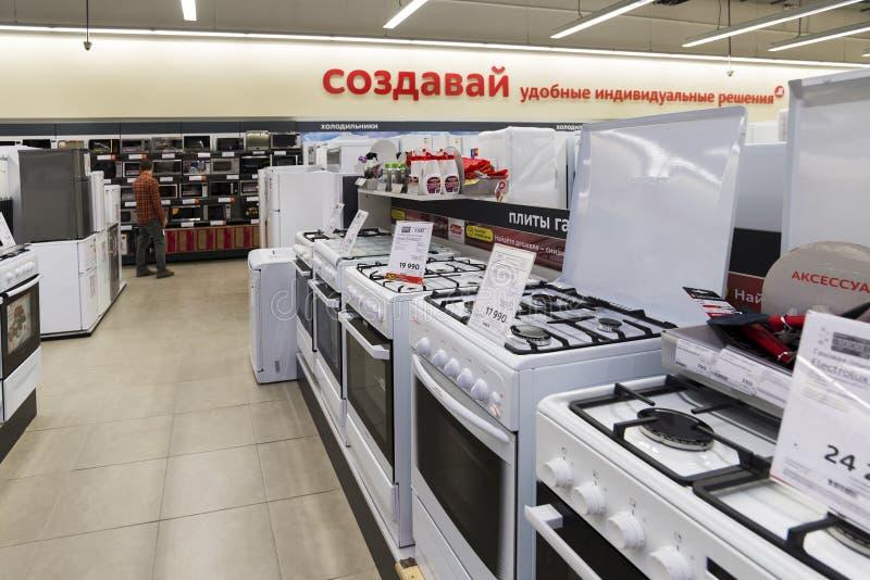 Khimki, Rusland - December 22 2015 Elektrische kooktoestellen in de grote grootwinkelbedrijven die van Mvideo elektronika en huis royalty-vrije stock afbeeldingen