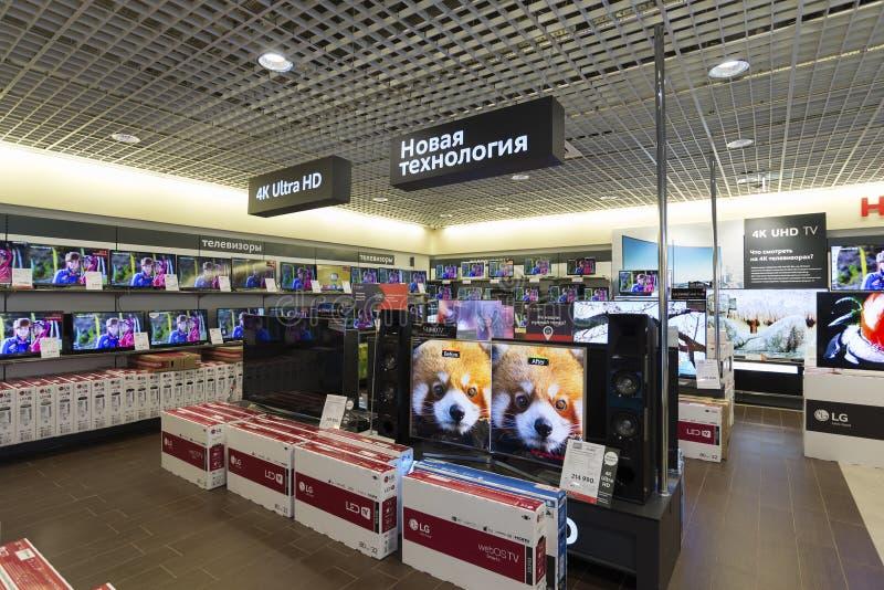 Khimki, Russie - 22 décembre 2015 TV dans de grands magasins à succursales multiples de Mvideo vendant l'électronique et des appa photos libres de droits