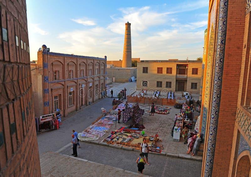 Khiva :日落的集市广场 免版税图库摄影
