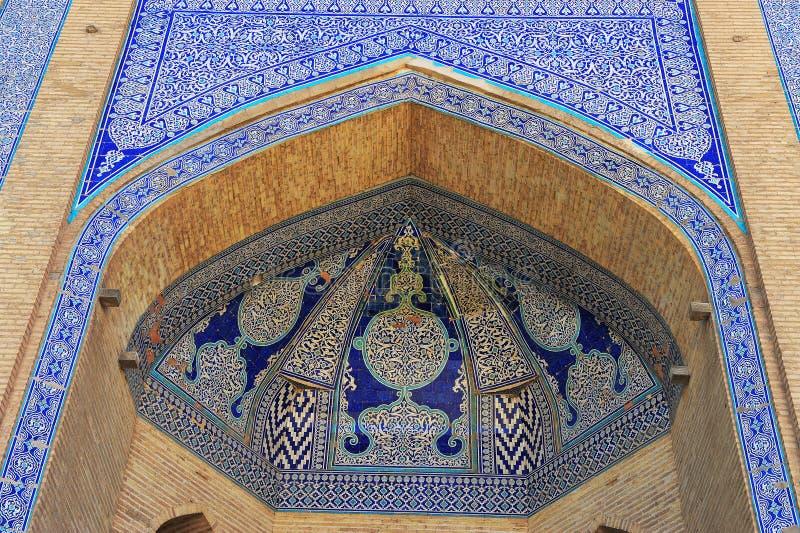 Khiva: bello arco con il modello di mosaico fotografie stock libere da diritti