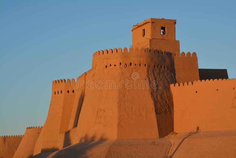 Khiva gamla stadsväggar i Uzbekistan arkivbilder