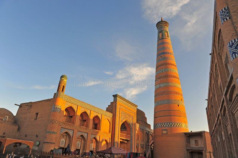 Khiva: minareto medievale sul tramonto fotografia stock libera da diritti