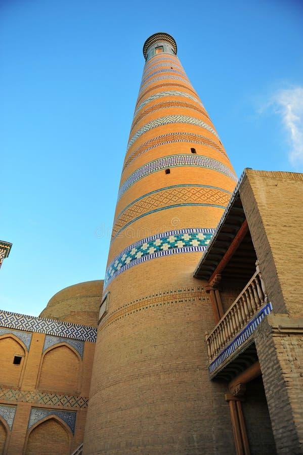 Khiva: minareto medievale sul tramonto fotografia stock