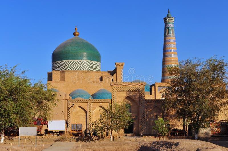 Khiva: moschea e minareto di vecchia città fotografie stock