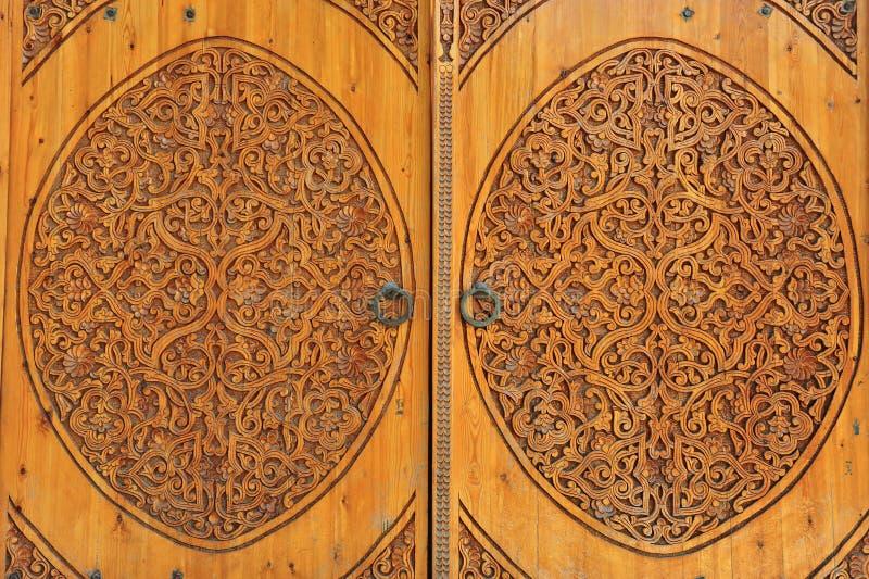 Khiva: porte di legno scolpite immagini stock