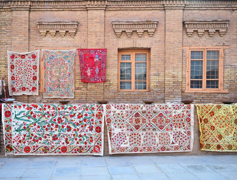 Khiva: tappeti al negozio fotografia stock