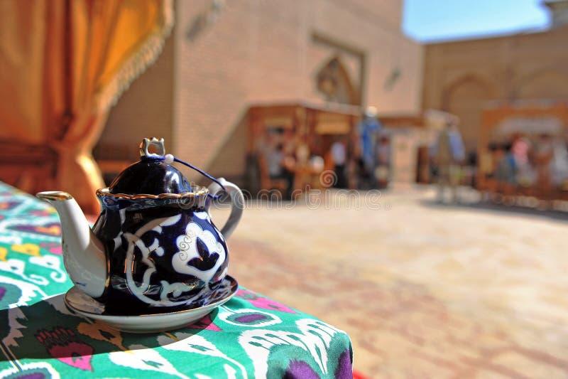 Khiva: teiera nella casa da tè dell'Uzbeco fotografia stock libera da diritti