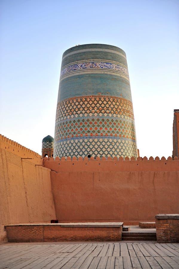 Khiva: torre medievale variopinta fotografie stock