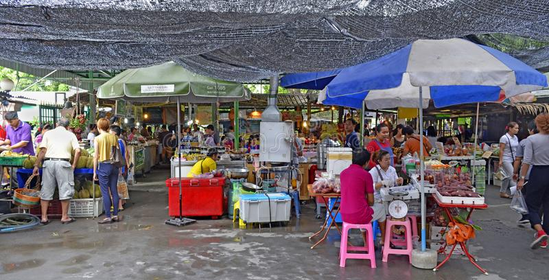 Khlong Lat Mayom som svävar marknaden i Bangkok arkivbilder