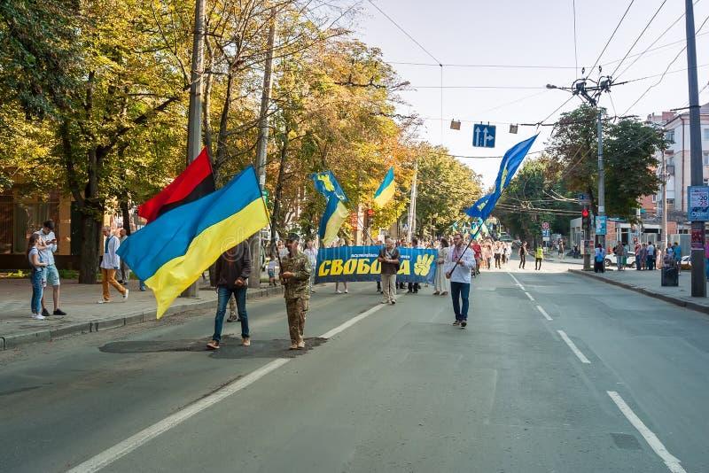 Khmelnitsky, Ucrania - 24 de agosto de 2018 Gente en Ukr tradicional imágenes de archivo libres de regalías